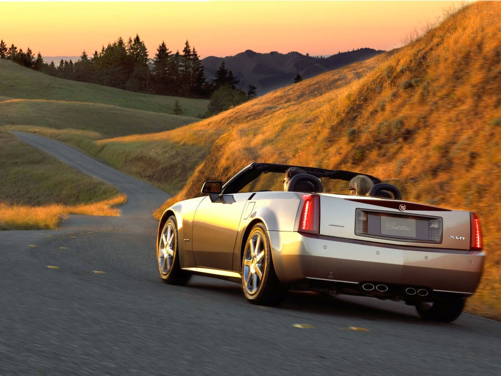 The Cadillac XLR is produced in 2-door coupe convertible body structure. The vehicle is available in two types of engines namely the 4.6 liter Northstar V8 and the 4.4 liter Northstar SC V8 models. The Cadillac XLR allows the 6-speed automatic transmission providing the wheel base of 2685 mm. The length, width and the height of the vehicle are 4514 mm, 1836 and 1280 mm respectively. The curb weight of the vehicle is 1740 kilo grams and is related to the model Chevrolet Corvette.