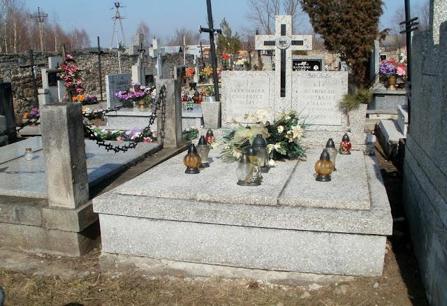 Grobowiec pani Aleksandry Chrząszcz na cmentarzu w Gowarczowie. Foto. Paweł Kałwiński.