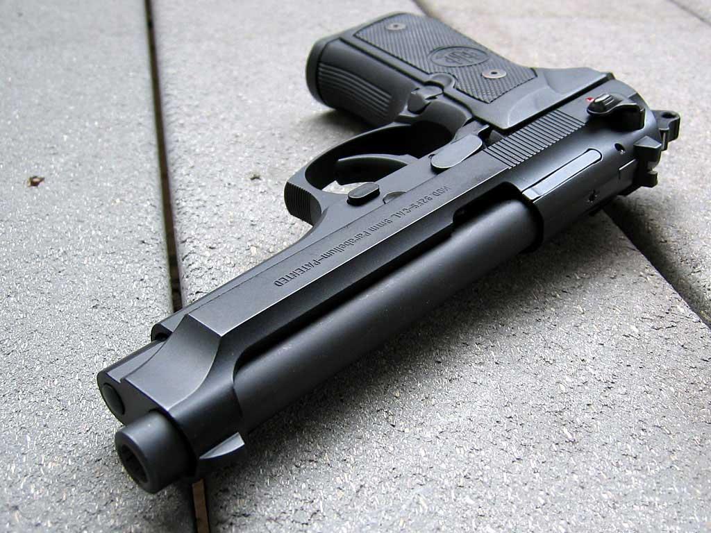 http://2.bp.blogspot.com/-PfnSfVGiFRA/ThkiJKJeN9I/AAAAAAAAAFY/37NLjffDKAk/s1600/black_pistol_high_quality_wallpaper.jpg