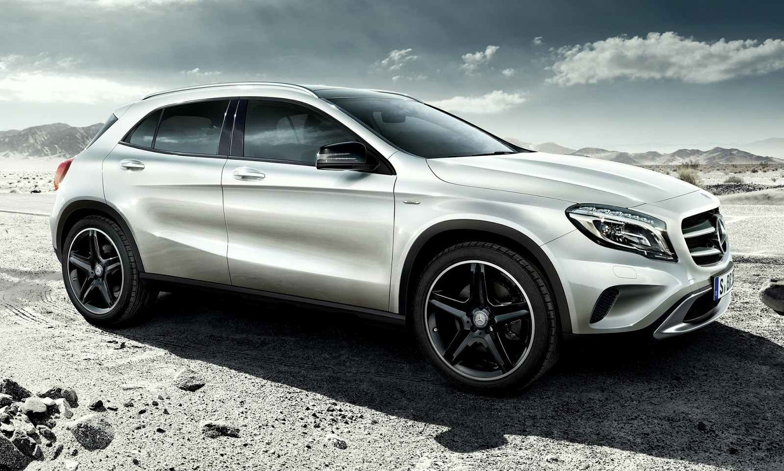 Mercedes benz to offer gla compact suv for Small mercedes benz