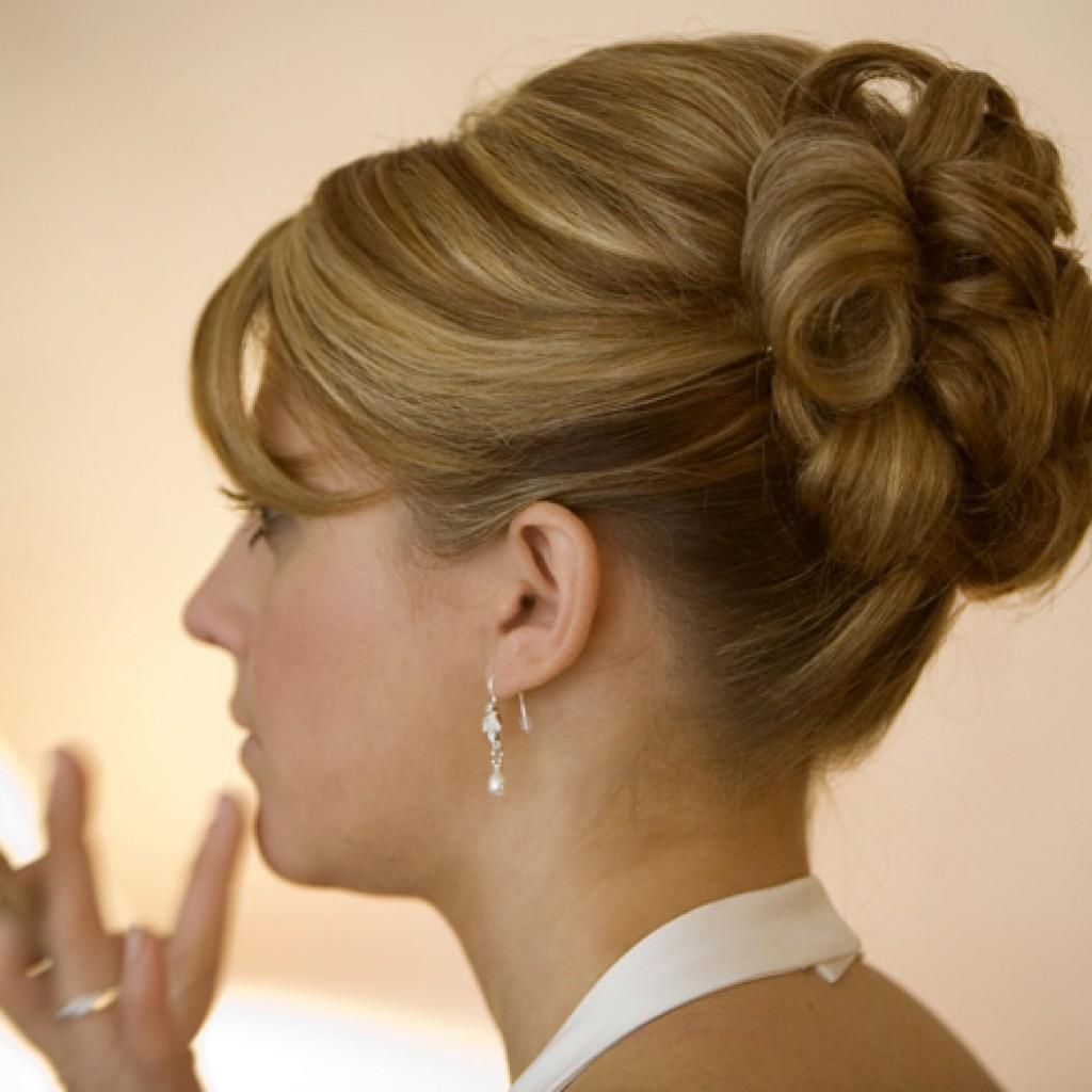 Вечерние прически на средние волосы для женщин фото