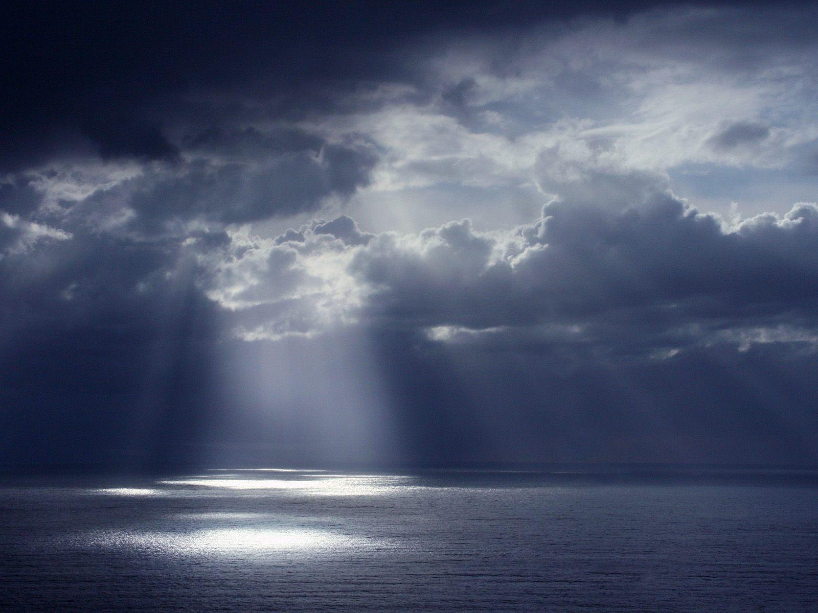 http://2.bp.blogspot.com/-Pg4j3cRjW2s/TtUwhXMxpfI/AAAAAAAACv0/yQKs1jsSyIw/s1600/6303-heavenly-rays-wallpapers.jpg