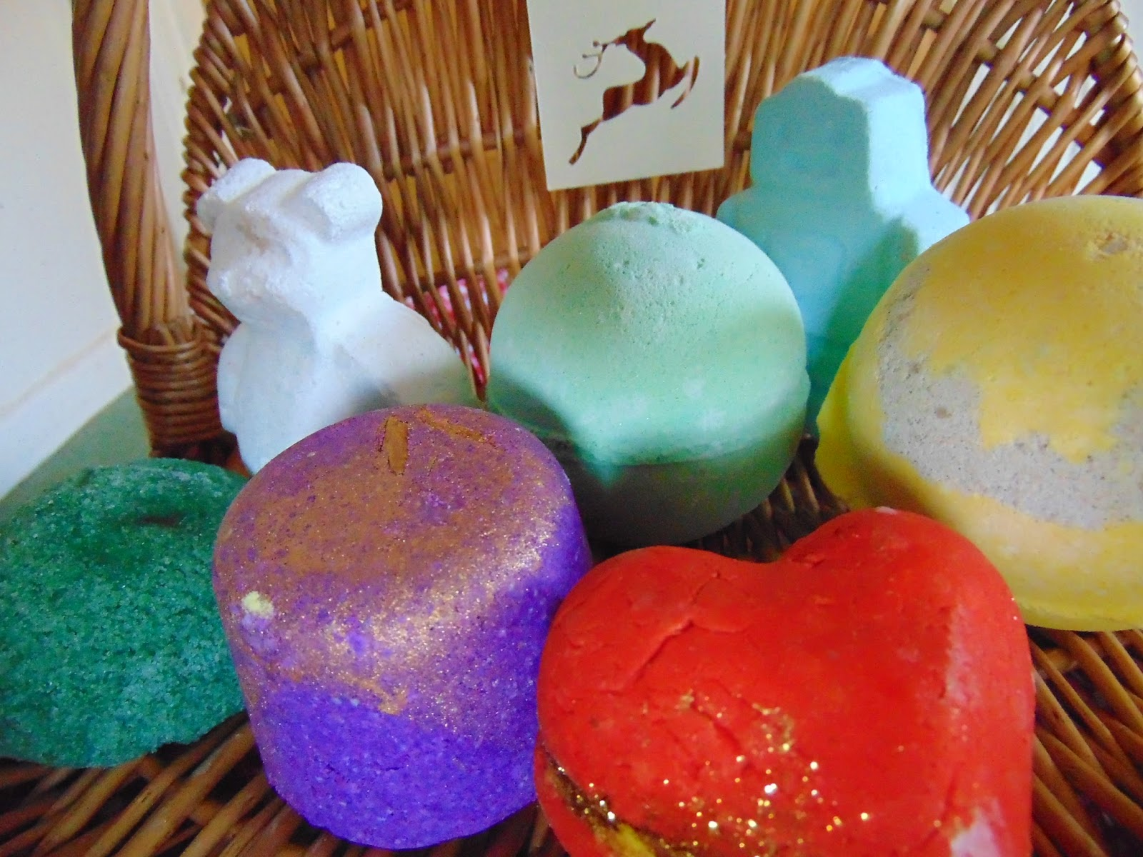 bath bomb basket lush heart throb