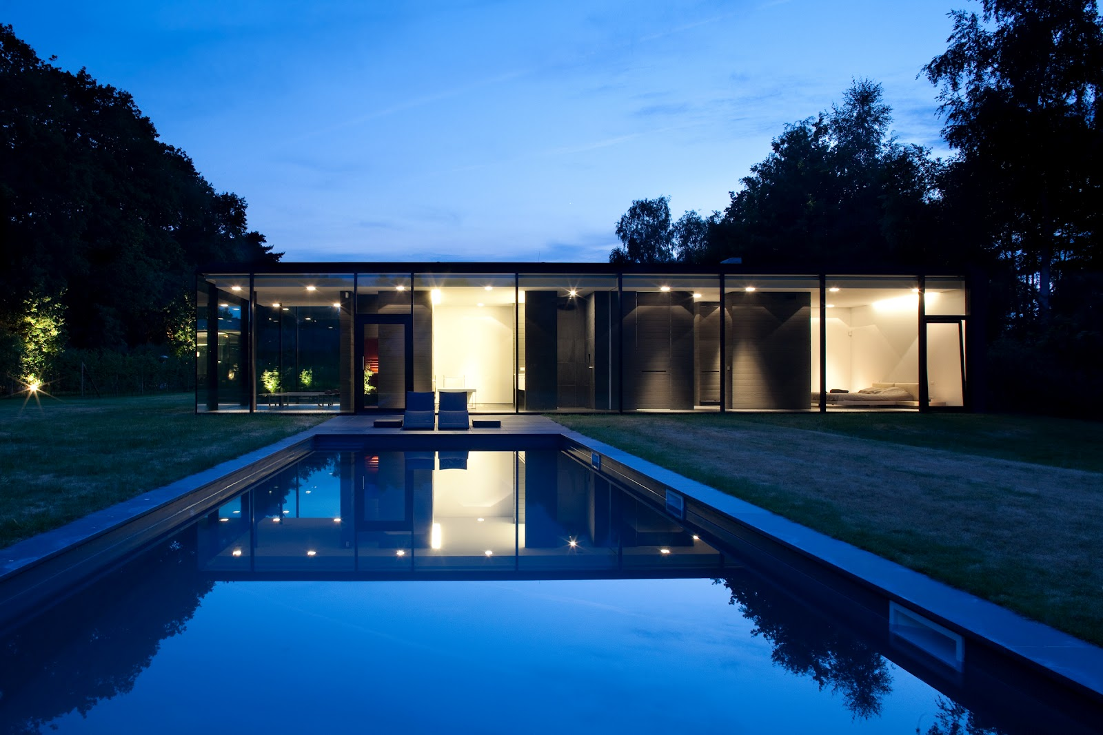 Ultra modern minimal glass house modern design by for Maison ultra minimaliste
