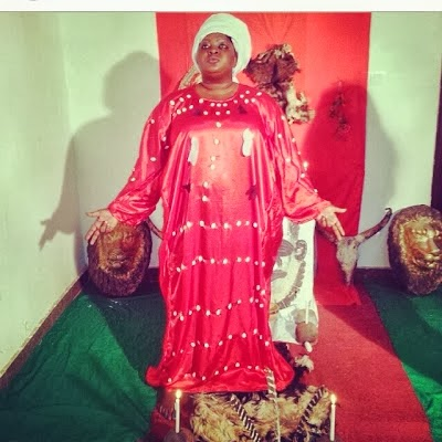Photo: Eniola Badmus' Gun Man Pose In A Shrine