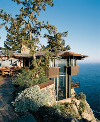 Casita de vacaciones en la montaña con vista al mar