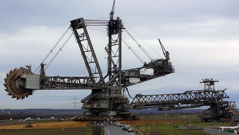http://2.bp.blogspot.com/-Pgl7g8EWF_c/Uh_sJYvwZwI/AAAAAAAABsE/XfkbuiFsFe4/s1600/cybertron-metroplex-bucket-wheel-excavator.jpg