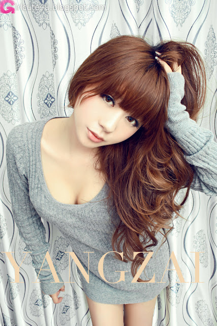 Zhu-Yi-Yin-Grey-Sweater-03-very cute asian girl-girlcute4u.blogspot.com