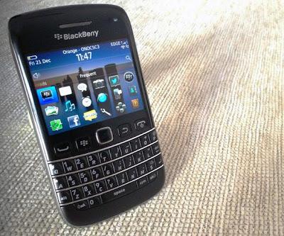 Para algunos no tiene interés ante la competencia, y para otros, BlackBerry OS 7 tiene fecha de caducidad, cuando BlackBerry 10 vea la luz, el próximo 30 de enero. Pero RIM sigue pensando que hay espacio para él en el mercado mundial, y seguirá desarrollándolo. El CEO de la compañía canadiense, Thorsten Heins, contó en la conferencia de resultados financieros que seguirán soportando BlackBerry OS 7. Heins considera que recortar el precio de los terminales BlackBerry OS 7, será algo positivo, hasta colocarlos en el primer escalón de entrada a los Smartphones. Van a mantener un equipo de investigación y