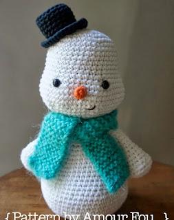 http://blog-amourfou-crochet.blogspot.com.ar/2014/03/patron-gratis-y-si-hacemos-un-muneco.html?m=1