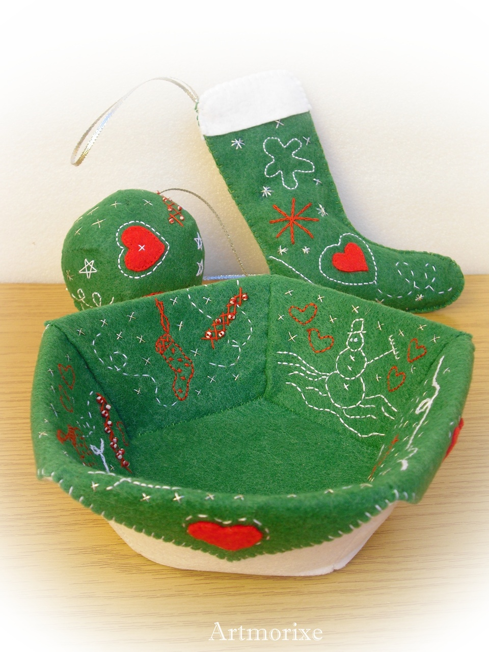 Navidad en fieltro conjunto cesta bota bola y flor de pascua - Bolas de navidad de fieltro ...