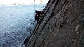 mancing dari atas tebing