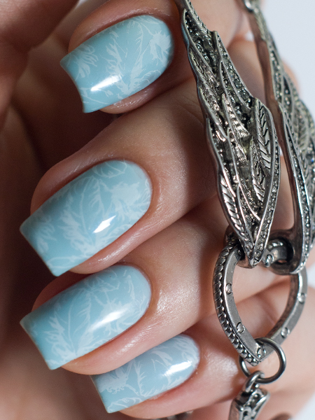 Stamping Nail Art: Lesly-12 + Barry M Blue Moon