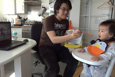 Bayi Ini Hanya Akan Makan Apabila Dengar Lagu Gangnam Style