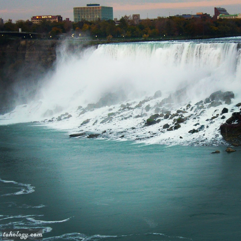 Niagara Falls (view to the U.S. side)