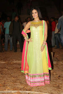 Sunny Leone Latest Pictures at 'Ek Paheli Leela' Movie Sets ~ Celebs Next