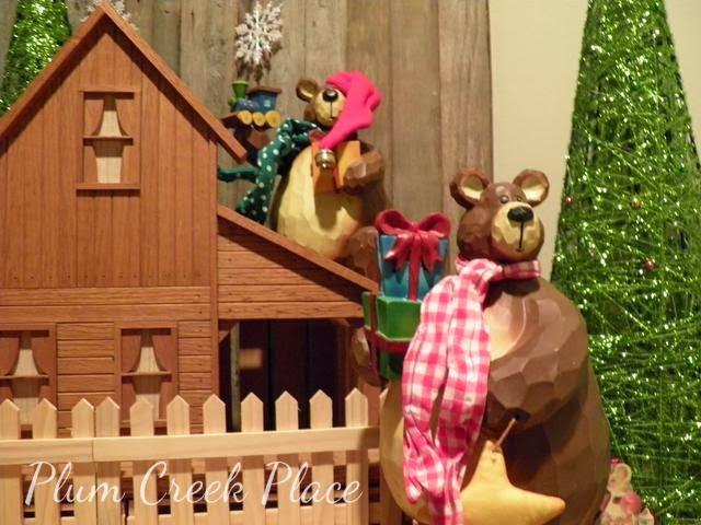 Christmas mantel, Christmas bears on mantel