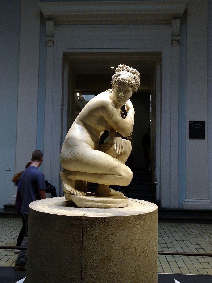 石棺 拡大しても読めません...   大英博物館 大英図書館