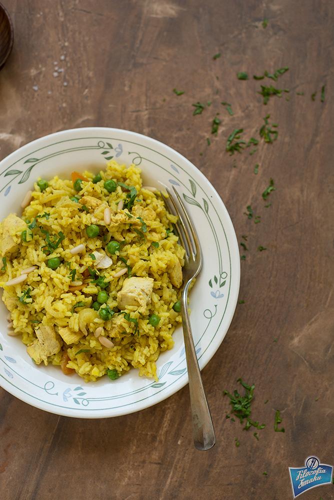 Kurczak smażony z ryżem i groszkiem