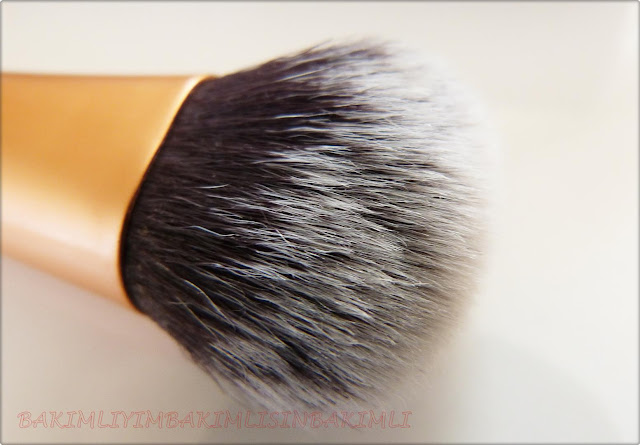 real techniques expert face brush close swatch