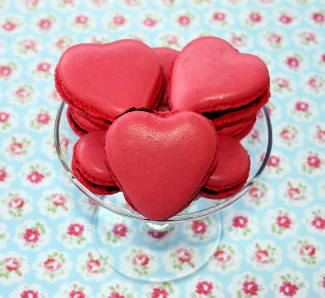 valentine's day macarons, heart macarons