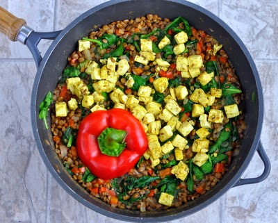 A one-pot healthy vegetarian supper, lentils with bright bell pepper and dark spinach, topped with tofu cooked Indian spices, perfect for #MeatlessMonday. Vegan, filling and satisfying. Adaptable too! For Weight Watchers, #PP3.