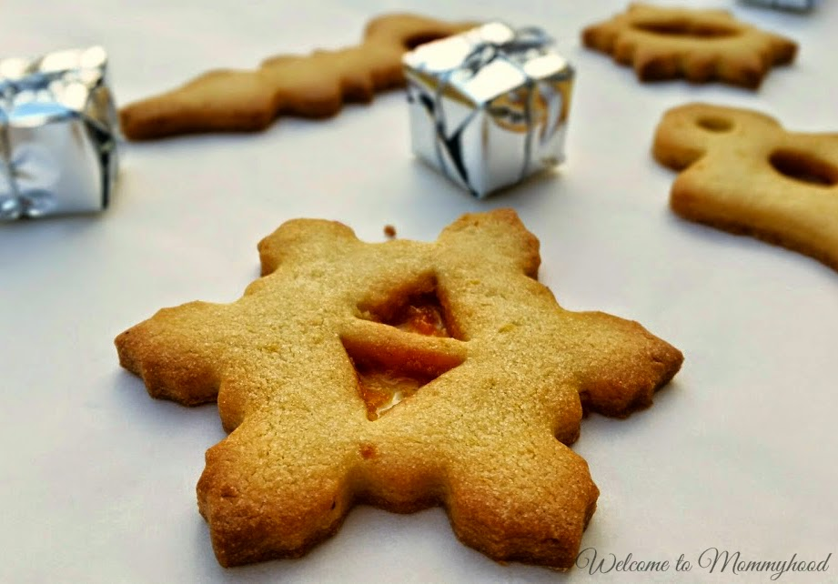 Easy Christmas Cookies recipe by Welcome to Mommyhood. These cookies are absolutely delicious and so beautiful! They are really versatile and even little ones can help to make them! #easyChristmascookies, #christmas, #christmascookies