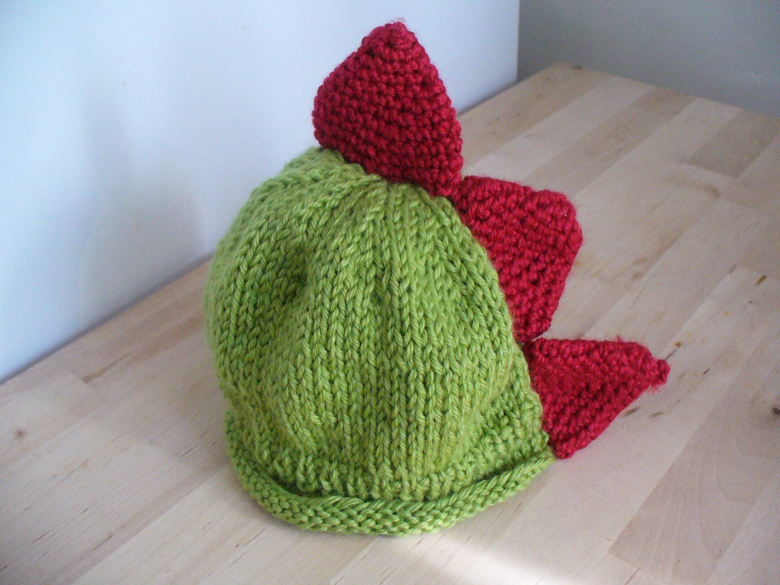 Knit Dinosaur Pattern : The Feisty Redhead: Dinosaur Knit Hat
