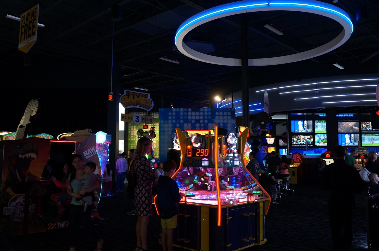 With Dave's name first because he won a coin toss, they opened the first Dave & Buster's in December Today, much has changed. Each store has more state-of-the-art games than ever, more mouth-watering menu items and the most innovative drinks anywhere/5().