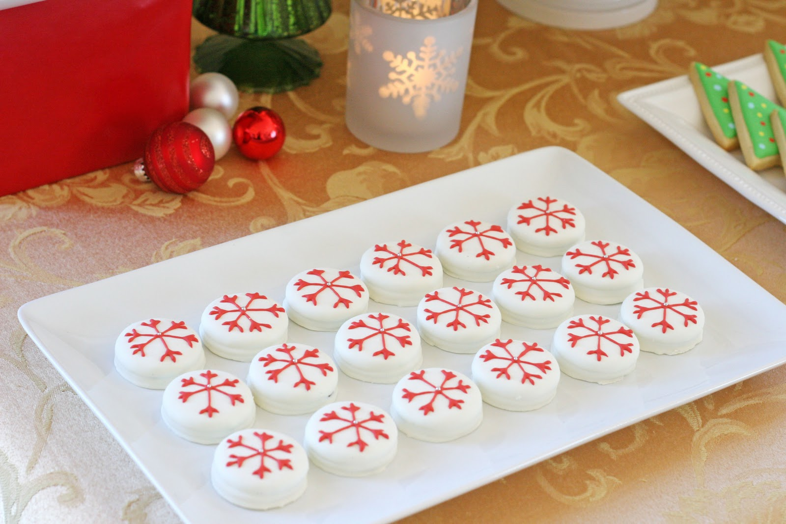 Christmas dessert table decoration ideas - Classic Holiday Dessert Table