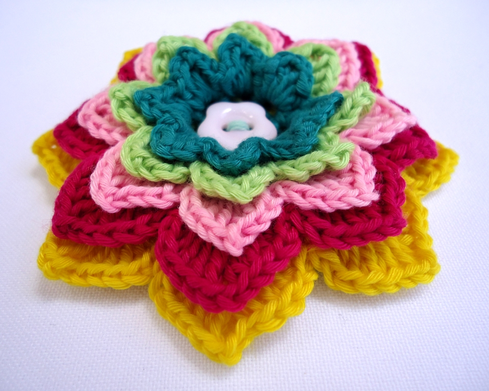 Stitch of Love: Patterns: Crochet Flower Brooches
