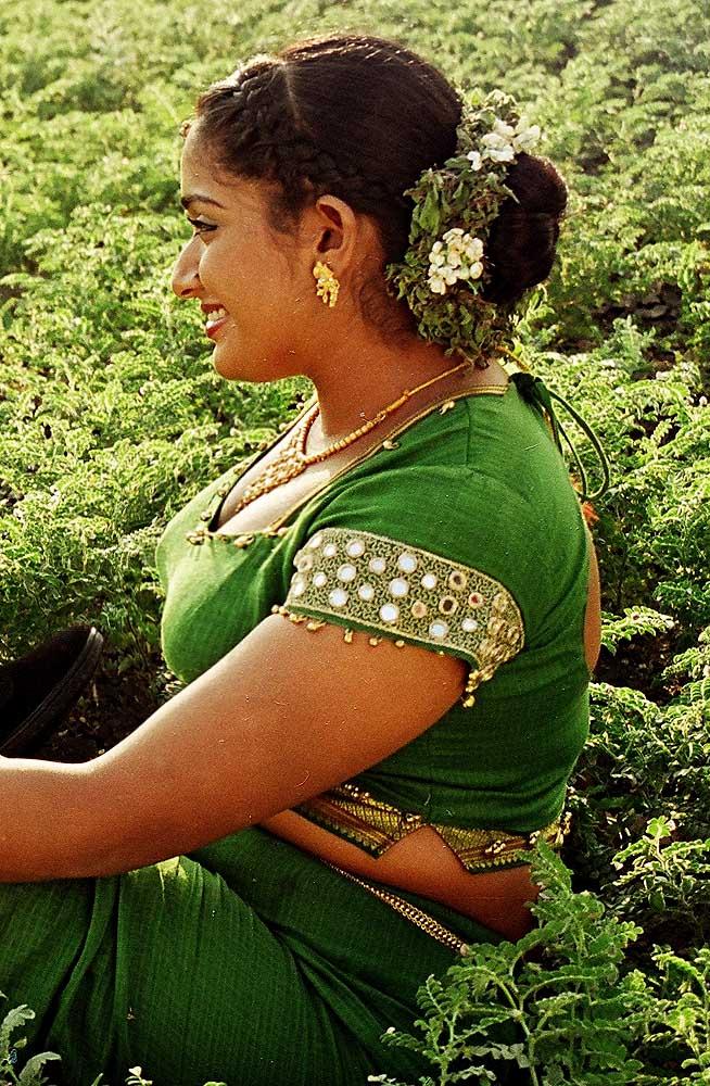 Hot Photos 2013: Kavya Madhavan Rare Cleavage Show