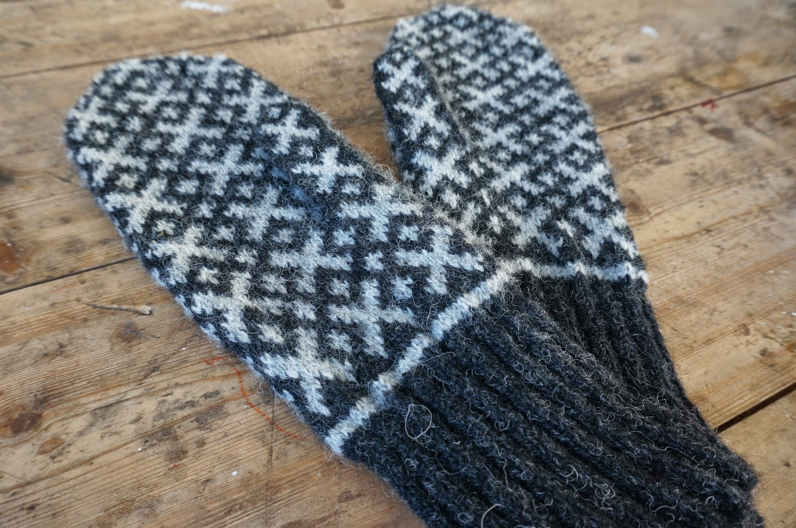 Donna Smith Designs: Mittens to Dress