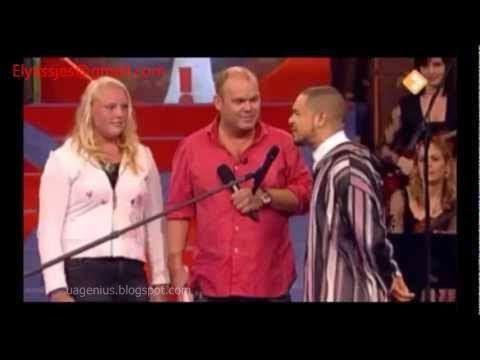 هولندية تطلب من مغربي أن يسمعها صوت الآذان بصوته....لن تصدقوا ماذا فعلت عندما سمعت صوت الآذان ..!!!
