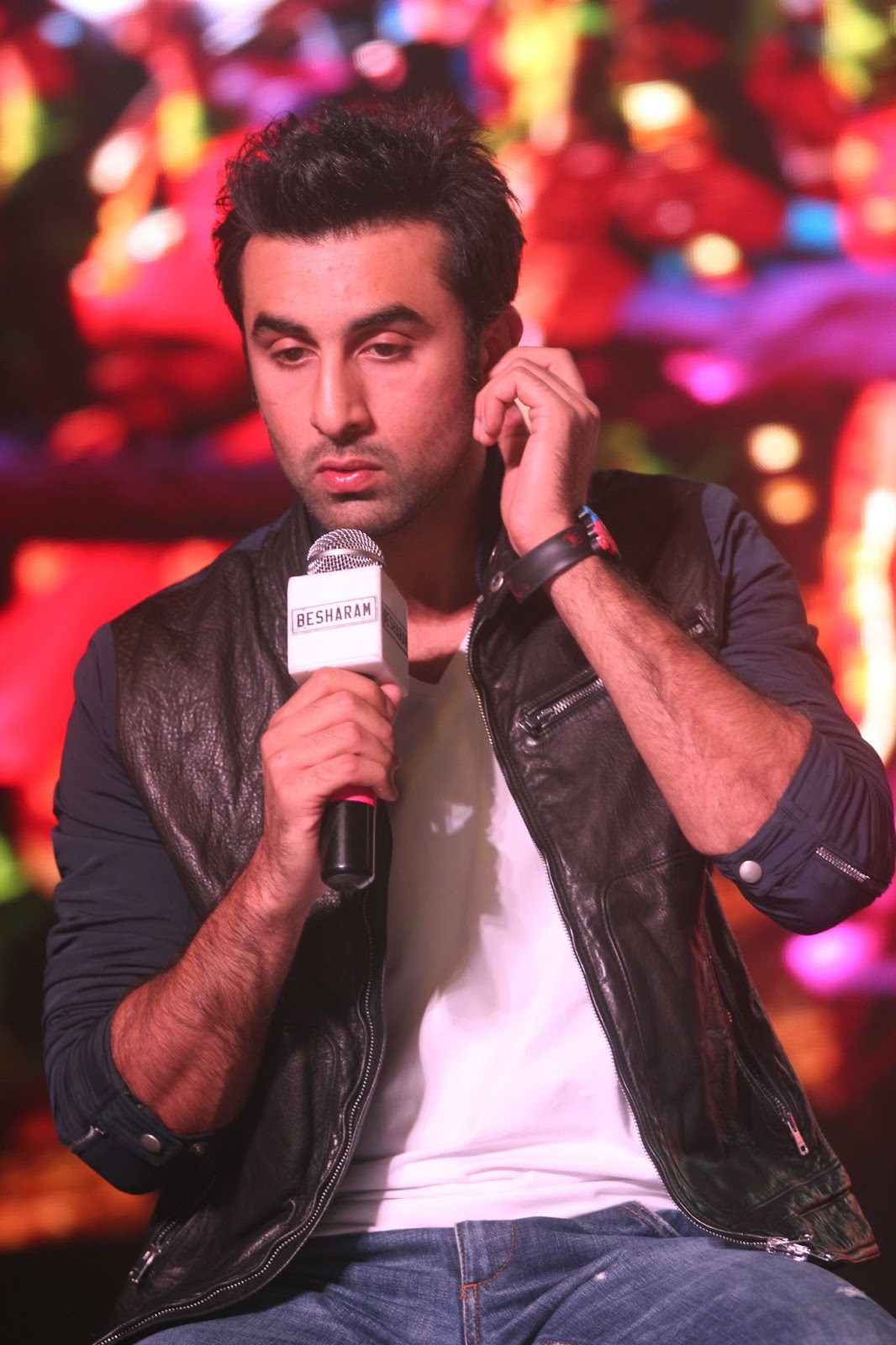 http://2.bp.blogspot.com/-PlLlOTBsdmY/UinBabyjjWI/AAAAAAABiRQ/0AHJyAo42LA/s1600/Ranbir+Kapoor+at+the+launch+of+song+%2527Aare+Aare%2527+from+movie+%2527Besharam%2527+%252818%2529.JPG