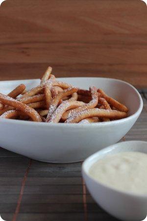 Sweet Fries oder auch: Krapfen-Pommes schwarz-weiß