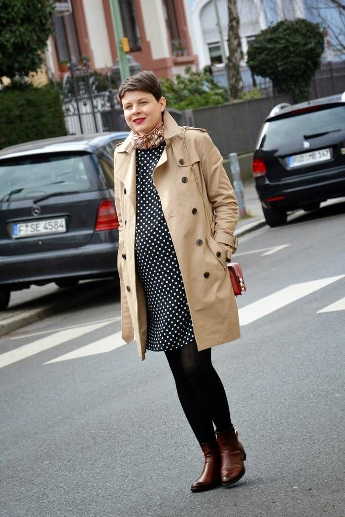 Trench coat, Trenchcoat, Polka dots dress pregnancy, Maternity fashion, pregnancy fashion, Umstandsmode, Schwangerschaftsmode