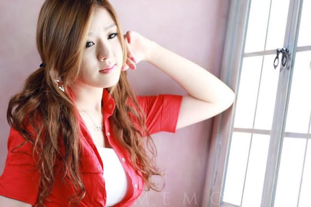 Hwang Mi Hee - Sexy In Short Jeans
