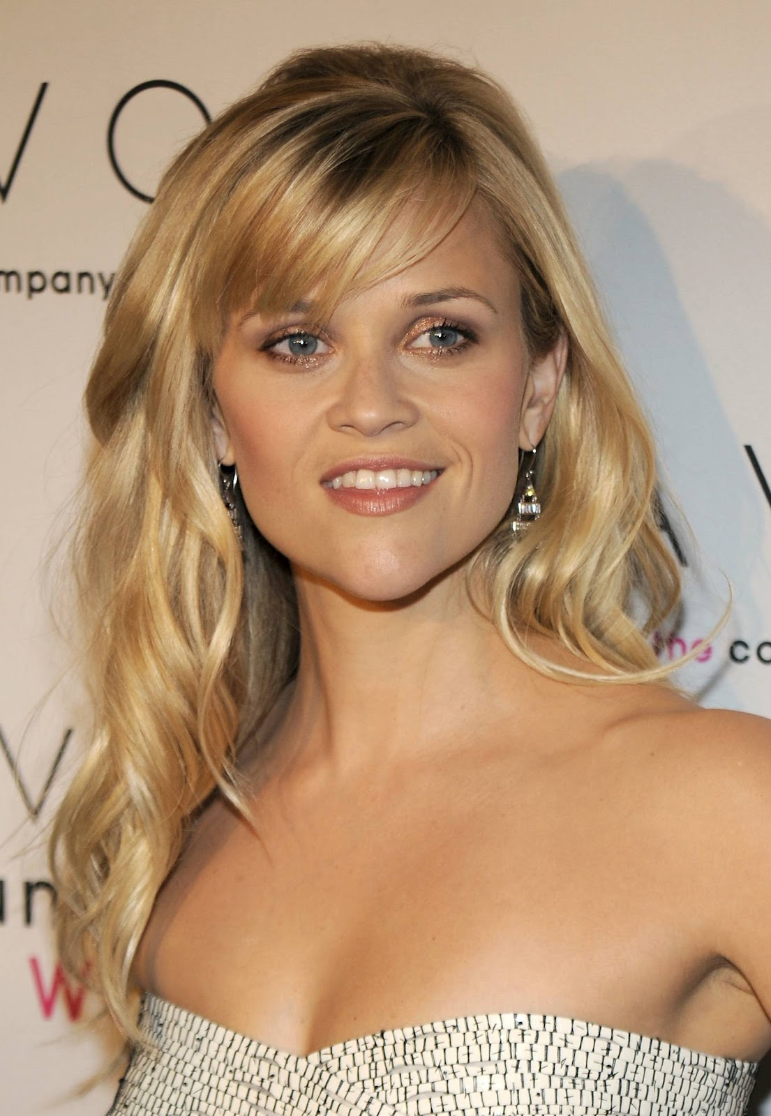Trendystyle Reese Witherspoons Sideswept Bangs Beauty Hairstyle