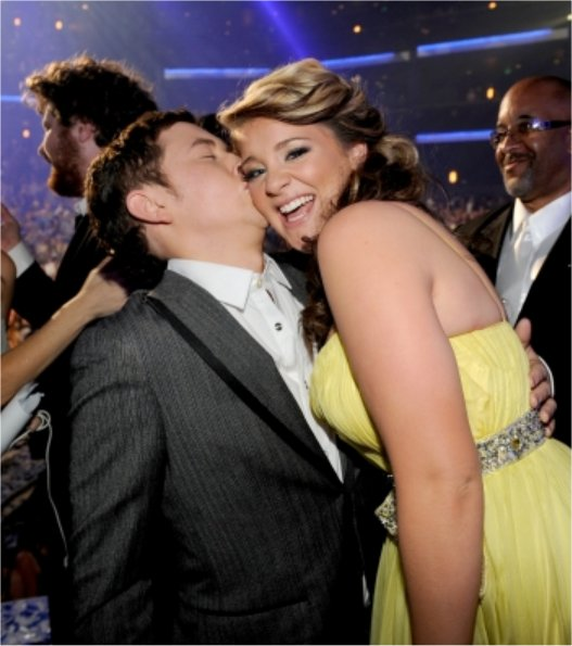 is scotty mccreery dating lauren alaina Watch all of the special duets the feb 11 episode featured contestants singing duets with past idol winners—lauren alaina being the exception, she was runner-up to scotty mccreery.
