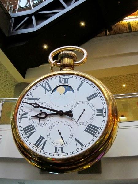 large clock melbourne central plaza
