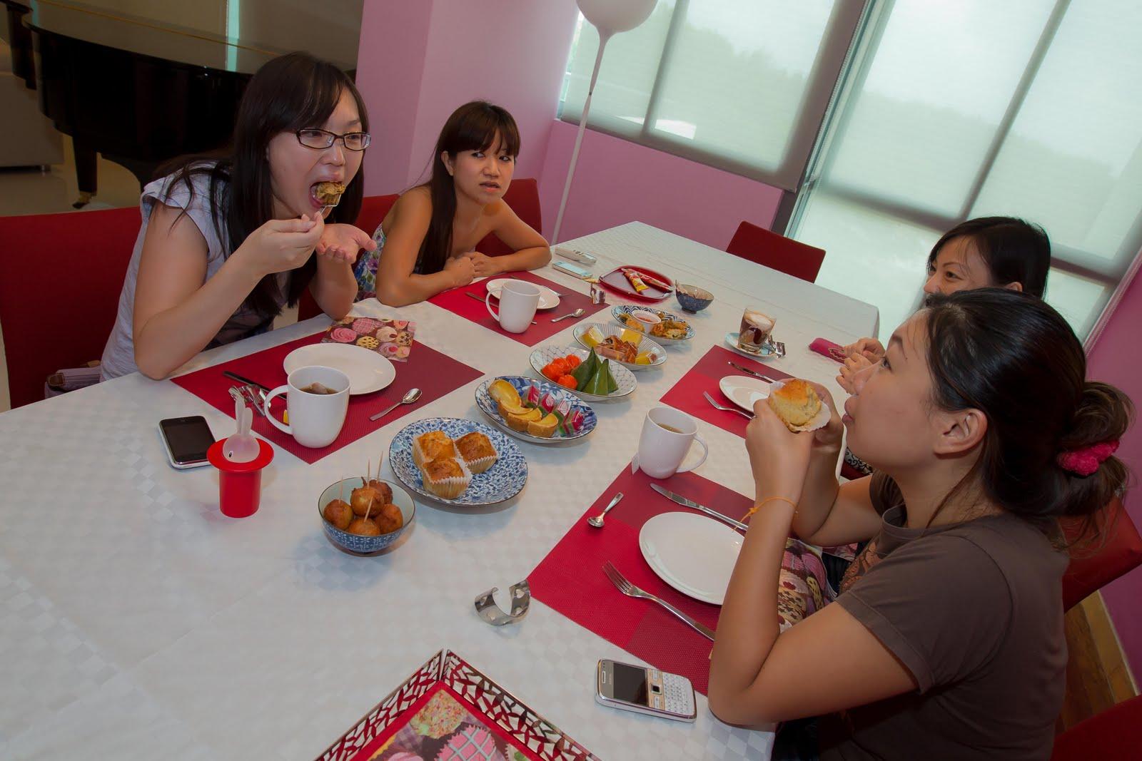 http://2.bp.blogspot.com/-PmRacO-bQ78/Thmuk-ULIUI/AAAAAAAAeiM/UMrVJC-hp1A/s1600/afternoon+tea-8.jpg