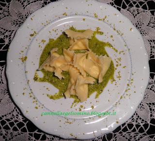 fagottini in salsa di pistacchio