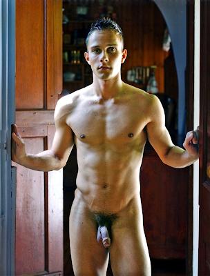 Просмотр фото молодых мужчин в голом виде