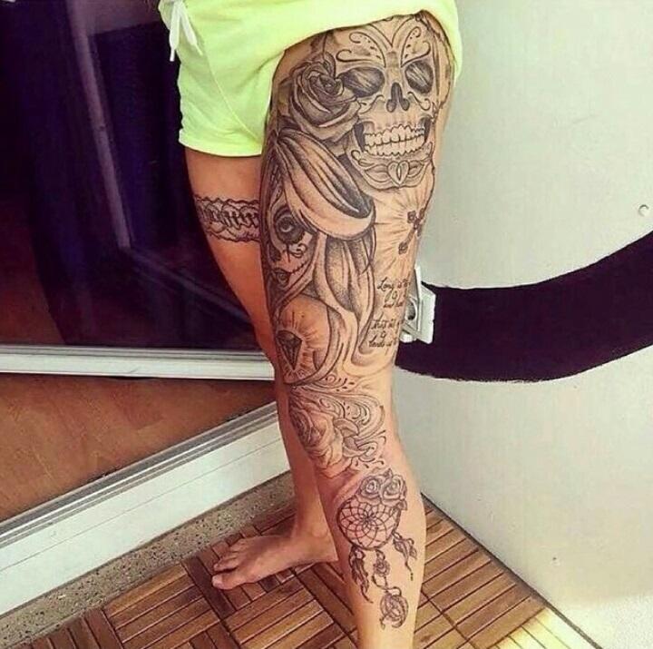 frivole kneipe strumpfband tattoo