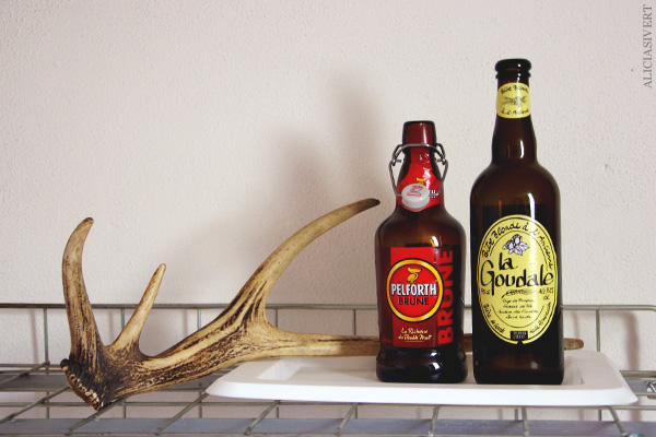 aliciasivert, alicia sivertsson, frankrike, france, normandy, normandie, hus, house, interior, interiour, room, antlers, antler, bottle, flaska, horn, död, dekadens, la saussaye