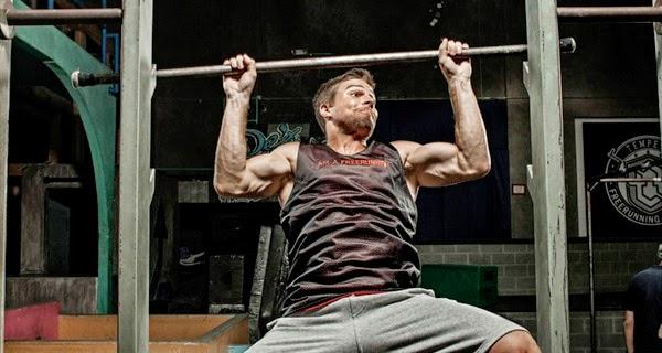 Stephen Amell entrenando para Arrow