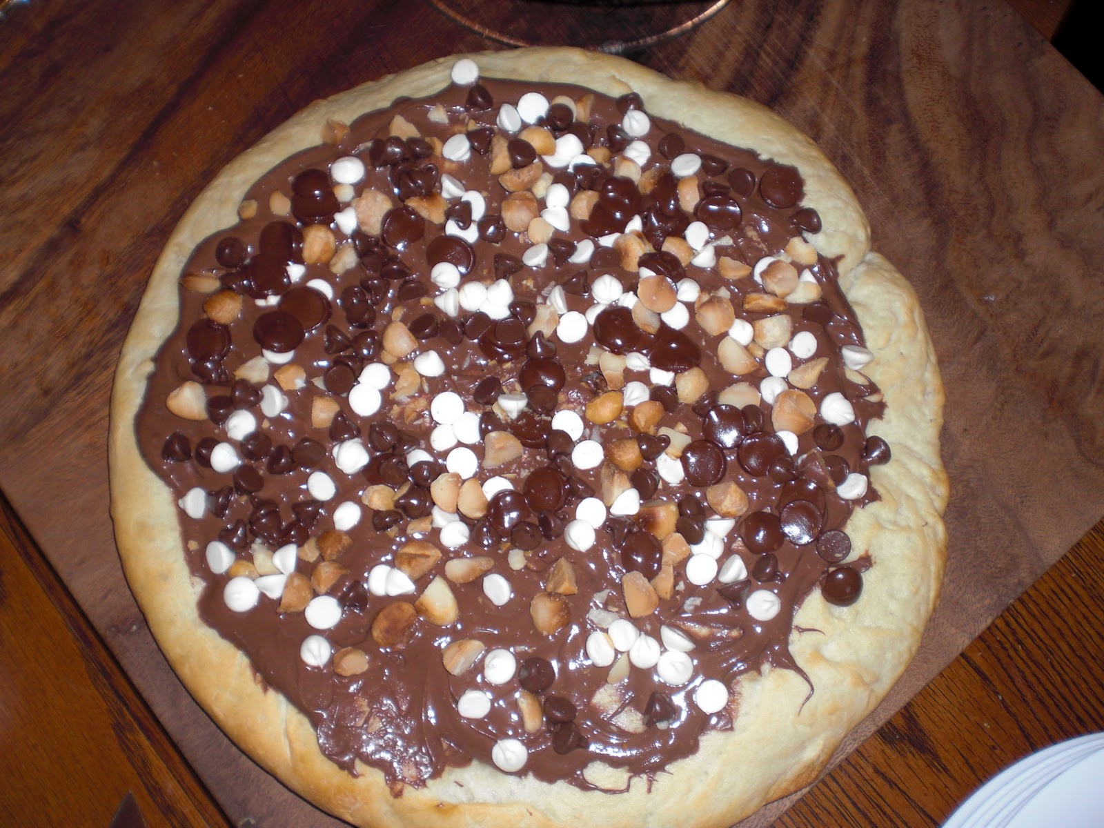 Pizza+Chocolate+Pizza+with+Nutella+Trio+of+Chocolates+and+Macadamia ...