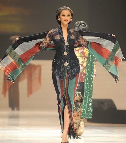 Model+kebaya+modern+terbaik+dan+terbaru+2013+4 Model kebaya modern terbaik dan terbaru 2013