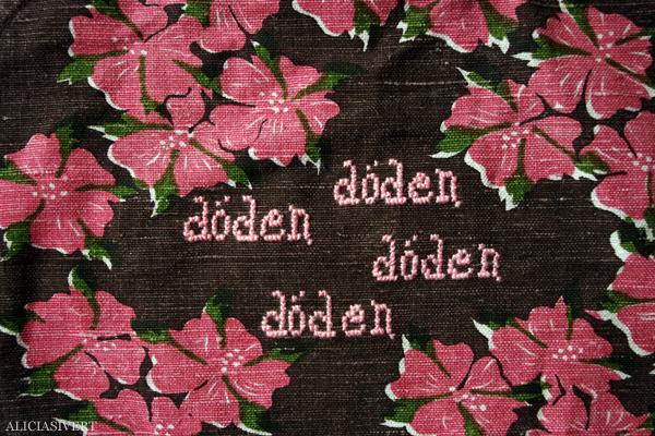 aliciasivert, alicia sivertsson, alicia sivert, broderi, embroidery, needlework, cross stitch, korsstygn, x-stitch, döden döden döden, death, blommor, flowers, second hand, återbruk, remake, redo, loppis, begagnat, tygkasse, sy, sew, sömnad, djävulen